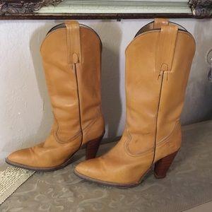 Frye tan cowboy block heel boots sz 8